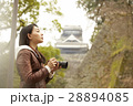 熊本城を見学する女性 28894085