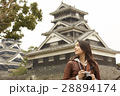 熊本城を見学する女性 28894174