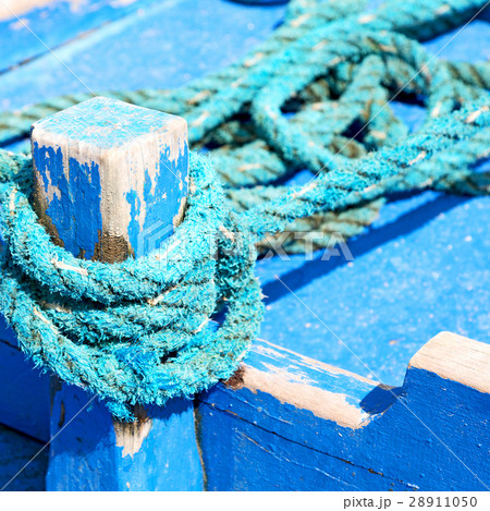 a rope in  yacht accessory  boatの写真素材 [28911050] - PIXTA