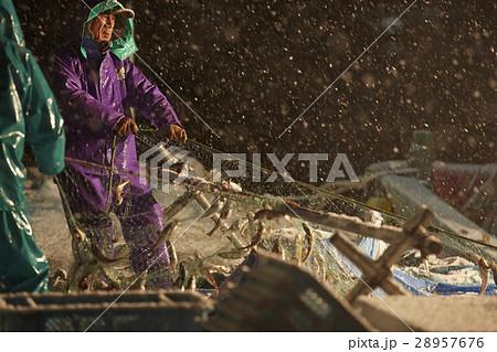 深夜に働く漁師たち 28957676