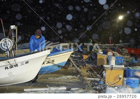 夜の漁港 28957720