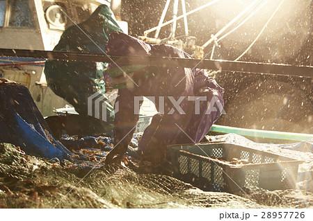 深夜に働く漁師たち 28957726