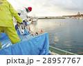 働く漁師たち 28957767