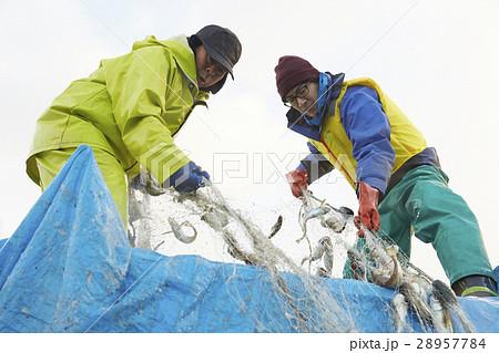 働く漁師たち 28957784