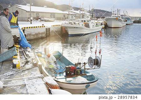 働く漁師たち 28957834