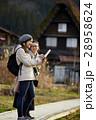合掌造り集落を旅する女性たち 28958624