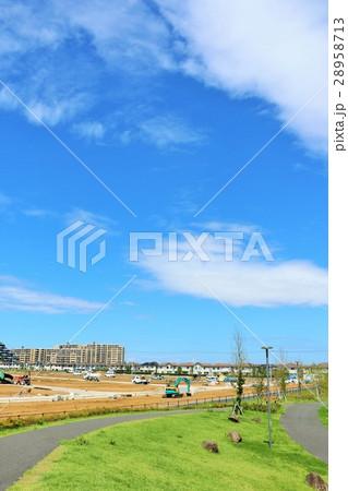 青空の綺麗な公園から 新興住宅街の風景 28958713