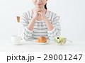若い女性(朝食) 29001247