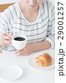 若い女性(朝食) 29001257