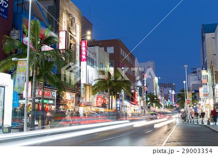 沖縄_国際通りの夜景 29003354