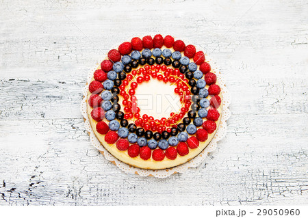 Raspberry and blueberry cheesecake on wooden tableの写真素材 [29050960] - PIXTA