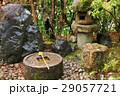 境内の手水鉢と石塔 29057721