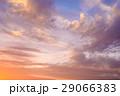 色の入り混じる綺麗な秋の夕暮れ 1 淡い 29066383