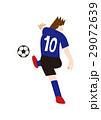 シュートするサッカー選手、フットボール 29072639
