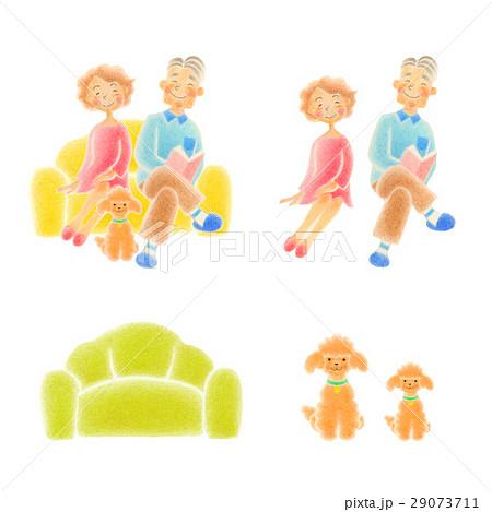 老人夫婦  ソファに座る 29073711