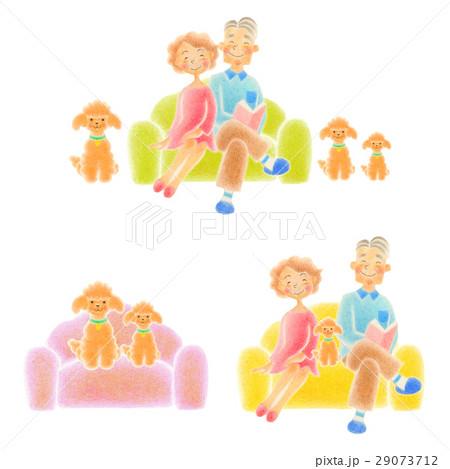 老人夫婦  ソファに座る 29073712
