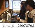 カフェで働く女性 スタッフ 29078708