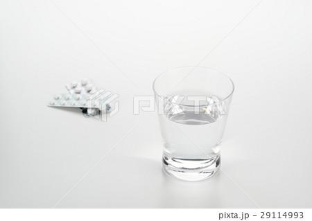 水と薬の写真素材 [29114993] - PIXTA