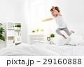 子供 ベッド ジャンプの写真 29160888