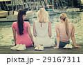 女性 メス 座っているの写真 29167311