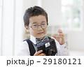 カメラを持った男の子 29180121