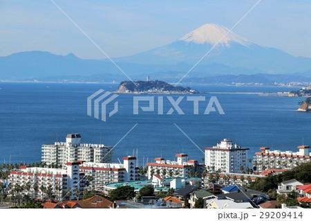 神奈川県 海沿いの街並み風景 29209414