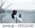 鳥取砂丘 旅を楽しむ女性 スマートフォン 撮影 29212185