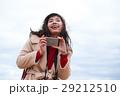 鳥取砂丘 旅を楽しむ女性 スマートフォン 撮影 29212510