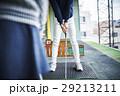 ゴルフを習う女の子 29213211