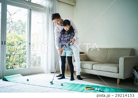 ゴルフを楽しむ親子 29214153