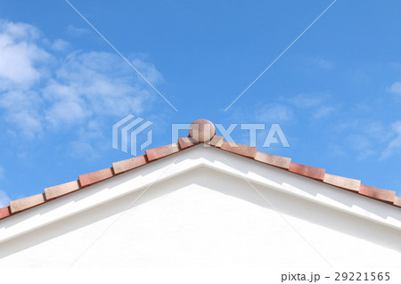青空と三角屋根 29221565