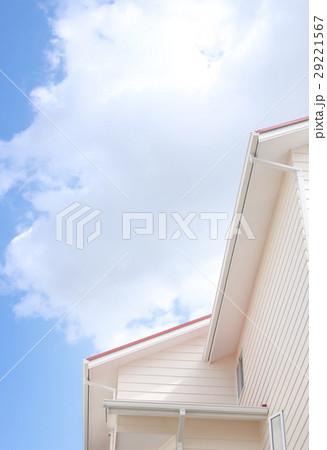 空と白い家 29221567
