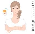 日焼け止めを塗る女性 29227134