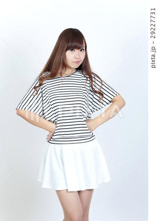 若い女性 ファッション ポートレート 29227731