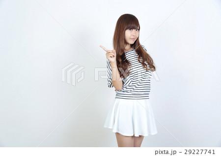若い女性 ファッション ポートレート 29227741