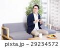 ビジネスマン オフィスカジュアル スマートフォンの写真 29234572