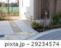 住宅 玄関アプローチとカースペース 植栽 外構 エクステリア 29234574