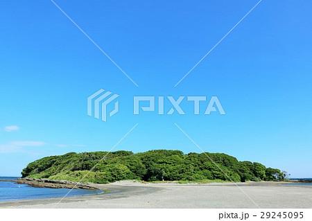 青空の沖ノ島 29245095