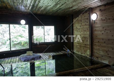 秋田、蟹場温泉の内湯 29251900