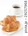 クロワッサンとコーヒー  29257968