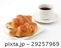 クロワッサンとコーヒー  29257969