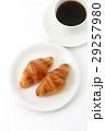 クロワッサンとコーヒー  29257980