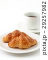 クロワッサンとコーヒー  29257982