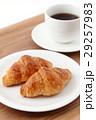 クロワッサンとコーヒー  29257983