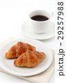 クロワッサンとコーヒー  29257988