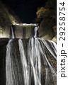 紅葉に彩られた袋田の滝(ライトアップ) 29258754