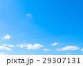 春の空 白い雲と青い空 背景素材 コピースペース 文字スペース イメージ 29307131