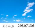 春の空 白い雲と青い空 背景素材 コピースペース 文字スペース イメージ 29307136