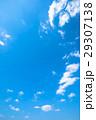 春の空 白い雲と青い空 背景素材 コピースペース 文字スペース イメージ 29307138