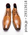 白バックの正面向きの茶色のデザートブーツ 29313618
